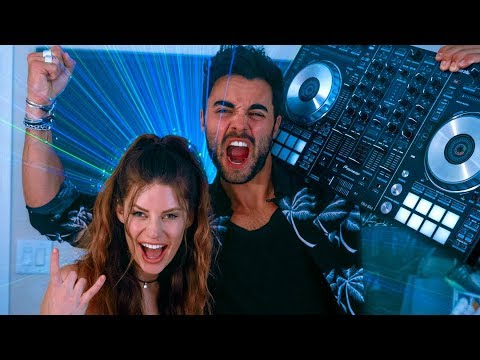 Dating a DJ | Hannah Stocking